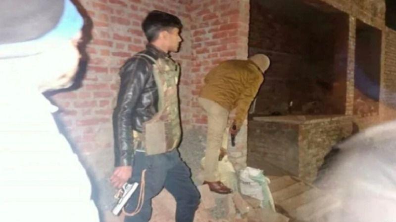 पुलिस मुठभेड़ में मारा गया 23 बच्चों को बंधक बनाने वाला सुभाष, पत्नी हुई भीड़ की शिकार