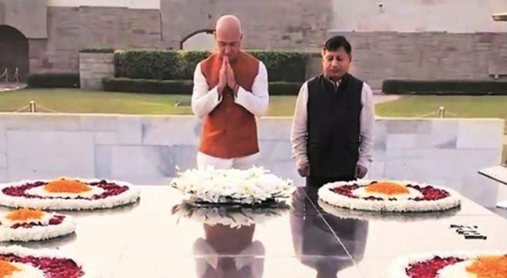 तीन दिवसीय दौरे पर अमेजॉन के CEO पहुंचे भारत, बापू को दी श्रद्धांजलि