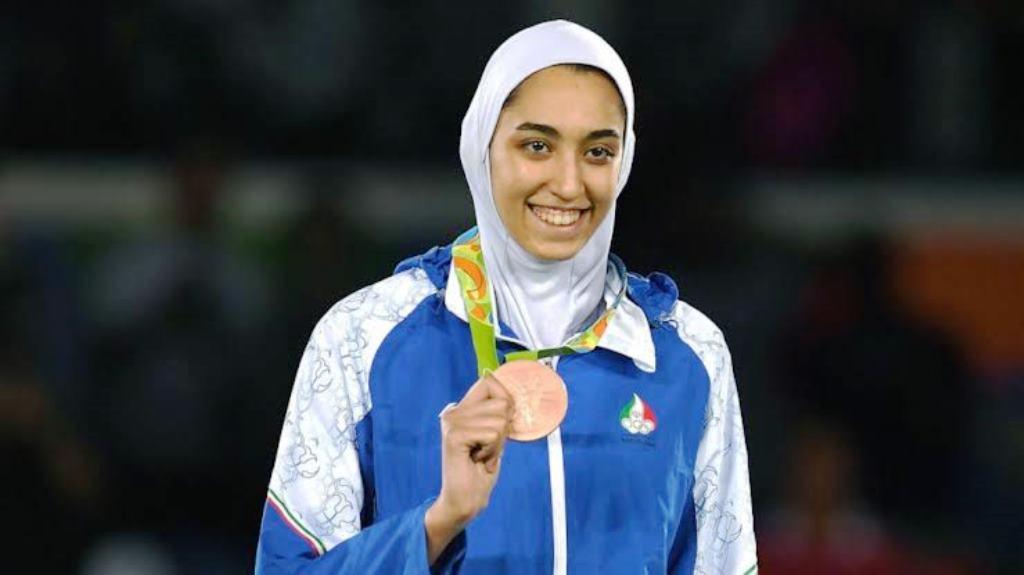 ईरान की इकलौती महिला ओलंपिक पदक विजेता ने क्यों छोड़ा देश?