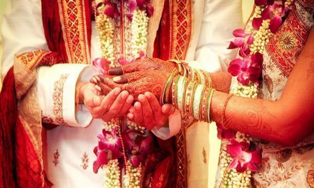 शादी के पहले दुल्हन की मां को भगा ले गया दूल्हे का बाप