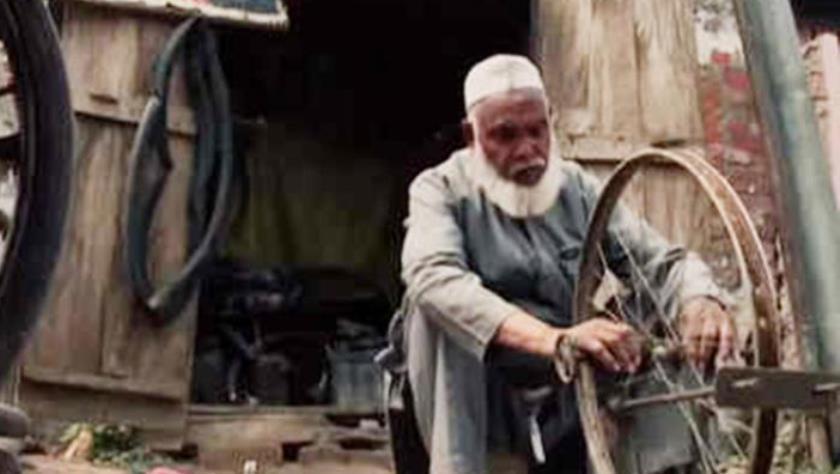 लावारिस शवों का अंतिम संस्कार करने वाले साइकिल मैकेनिक पद्मश्री मोहम्मद शरीफ हैं कौन?