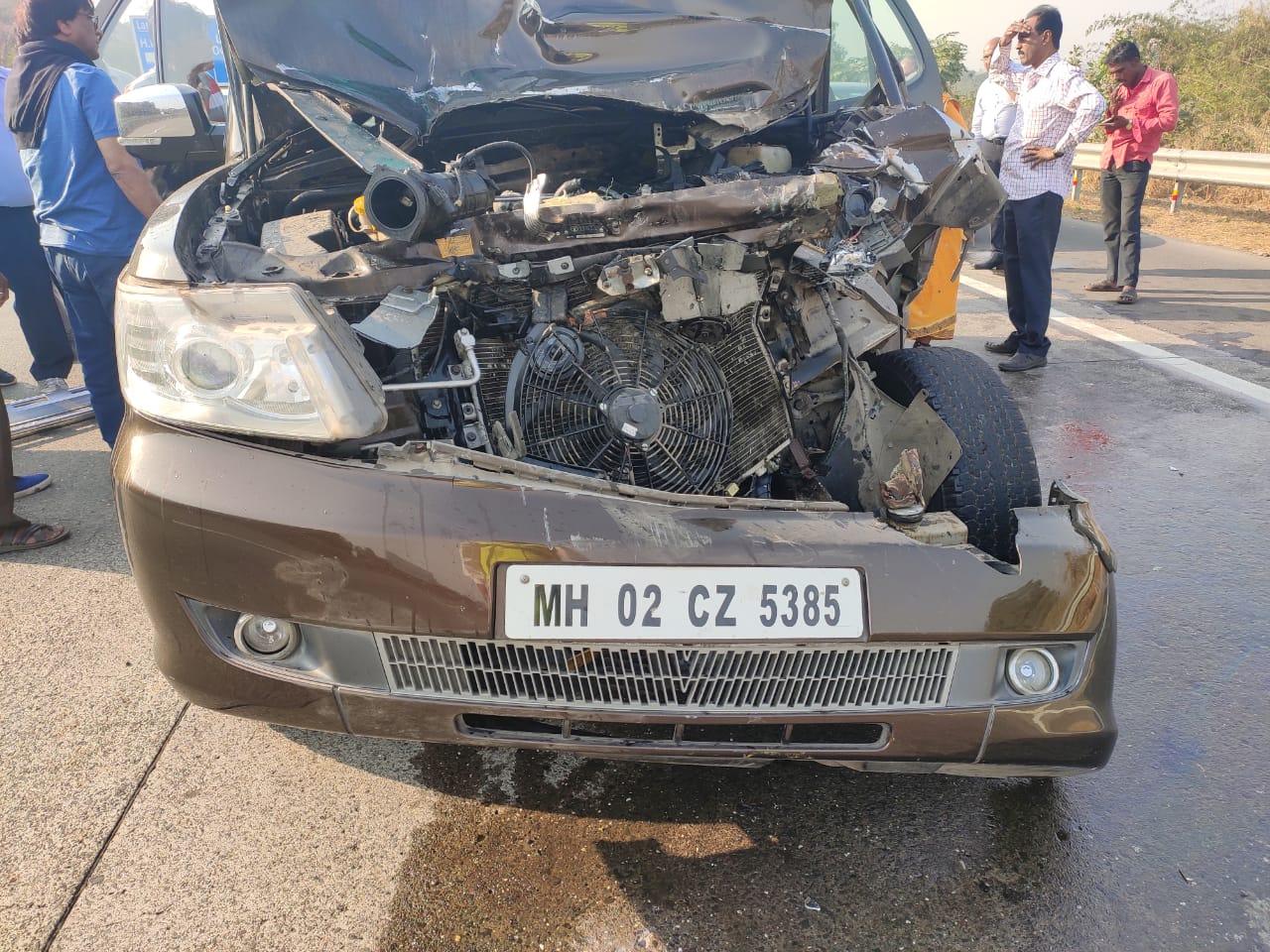 शबाना आजमी सड़क दुर्घटना में घायल, हालत गंभीर