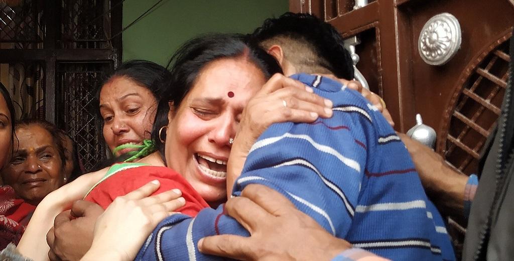 दिल्ली हिंसा: कांस्टेबल रतन लाल के बाद IB अधिकारी का मिला शव, घर में मातम