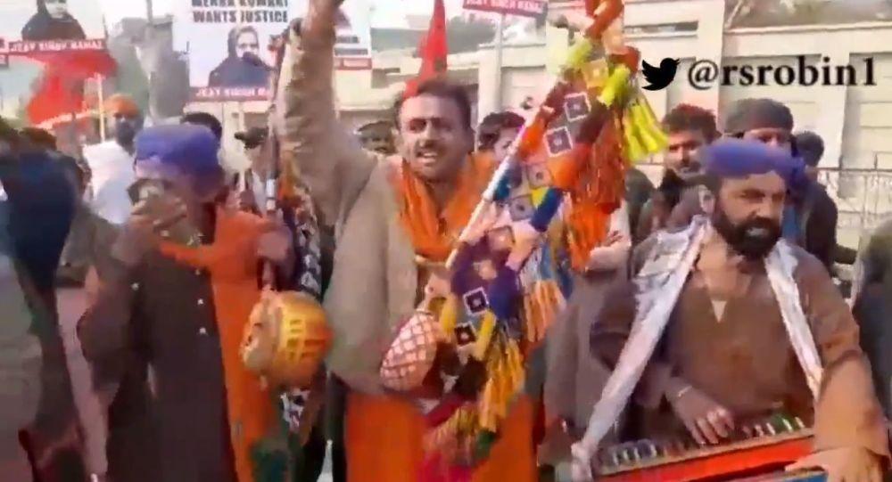 पाकिस्तान में धर्म परवर्तन करने वाली हिंदू लड़की महक को न्याय दिलाने सड़कों पर उतरे मुस्लिम संगठन