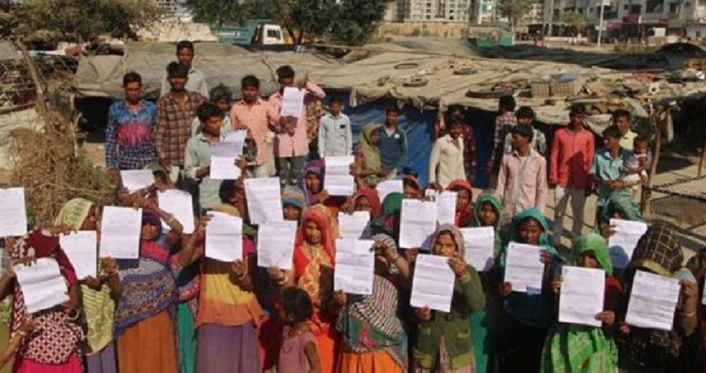 ट्रंप के भारत दौरे से पहले बनाई दीवार, अब दिया झुग्गीखाली करने का आदेश
