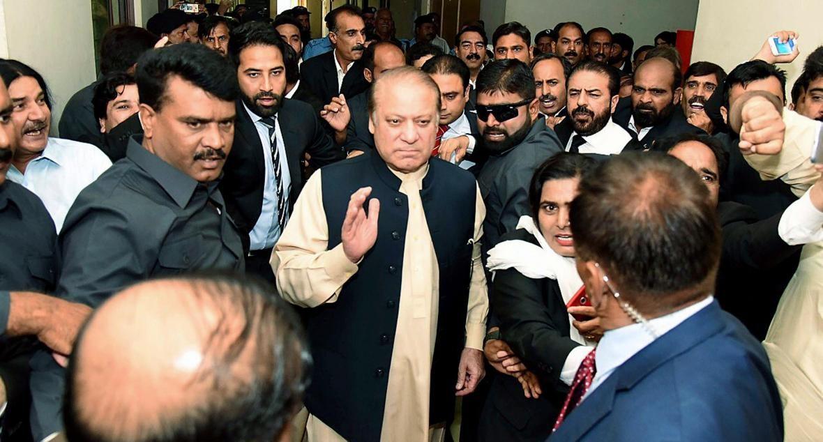 इमरान खान सरकार ने नवाज शरीफ को घोषित किया भगोड़ा