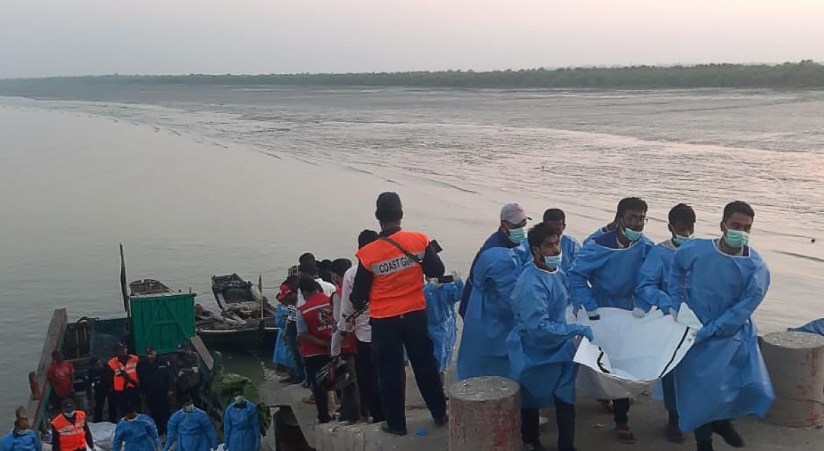 मलेशिया जा रहे रोहिंग्या शरणार्थियों की नाव हुई हादसे की शिकार, 14 की मौत
