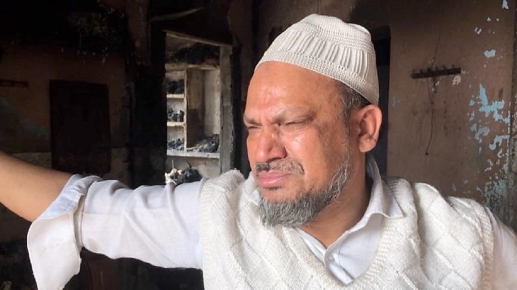 कहीं आग में झुलसकर बचाई मुस्लिम की जान तो कहीं मुसलमानों ने हिंदुओं को बचाने के लिए दिया पहरा