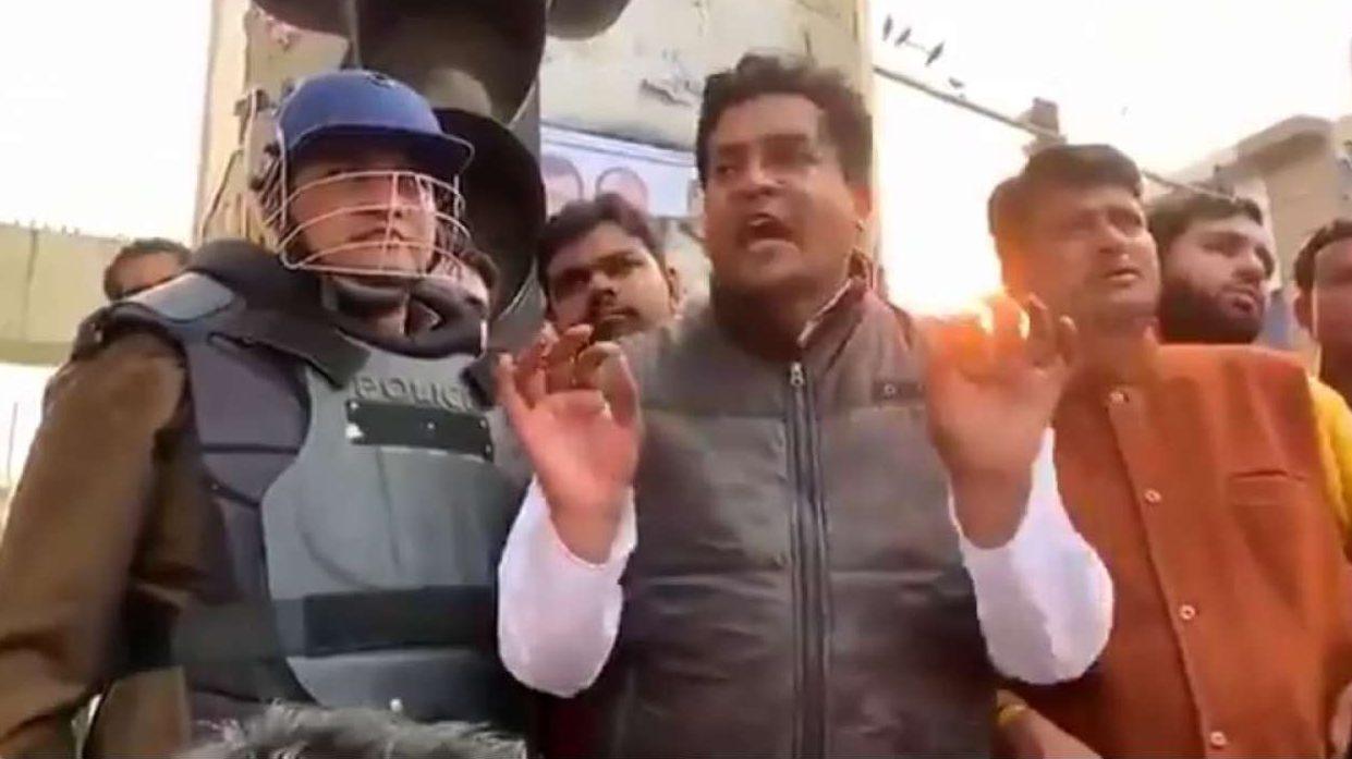 पुलिस की ओर से शाहीन बाग के प्रदर्शन स्थल को आज सुबह खाली करा लिया गया। इस पर बीजेपी नेता कपिल मिश्रा ने एक विवाद भरा ट्वीट किया। उन्होंने कहा दिल्ली को आजादी मिल गई है।