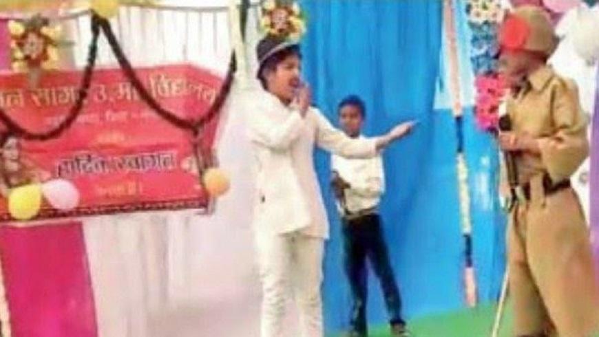 भगत सिंह का रोल करते हुए 12 साल के छात्र ने लगाई फांसी