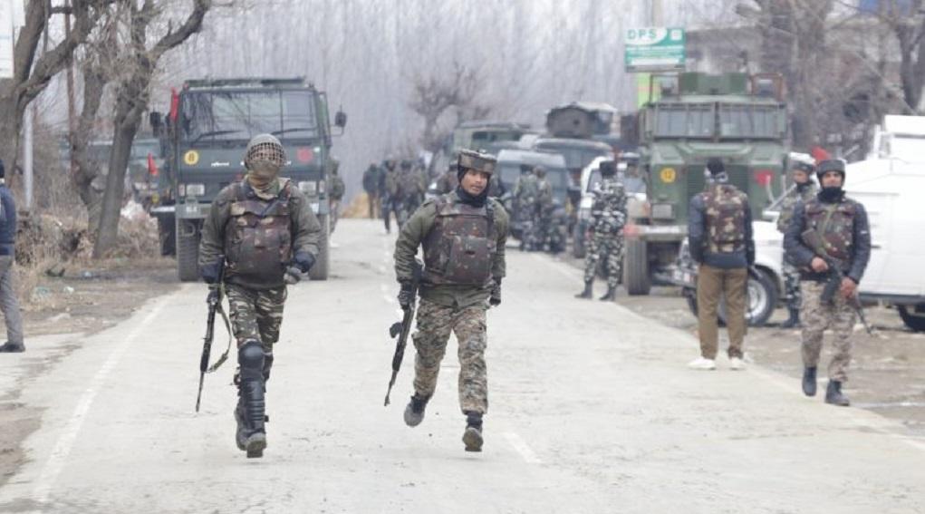 जम्मू-कश्मीर: पुलवामा में सुरक्षा बल को बड़ी कामयाबी, 3 आतंकियों को किया ढेर