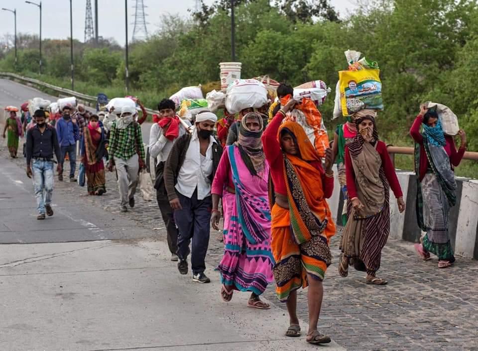 लॉकडाउन के बाद दिहाड़ी मजदूरों के पलायन पर राजनीति शुरू