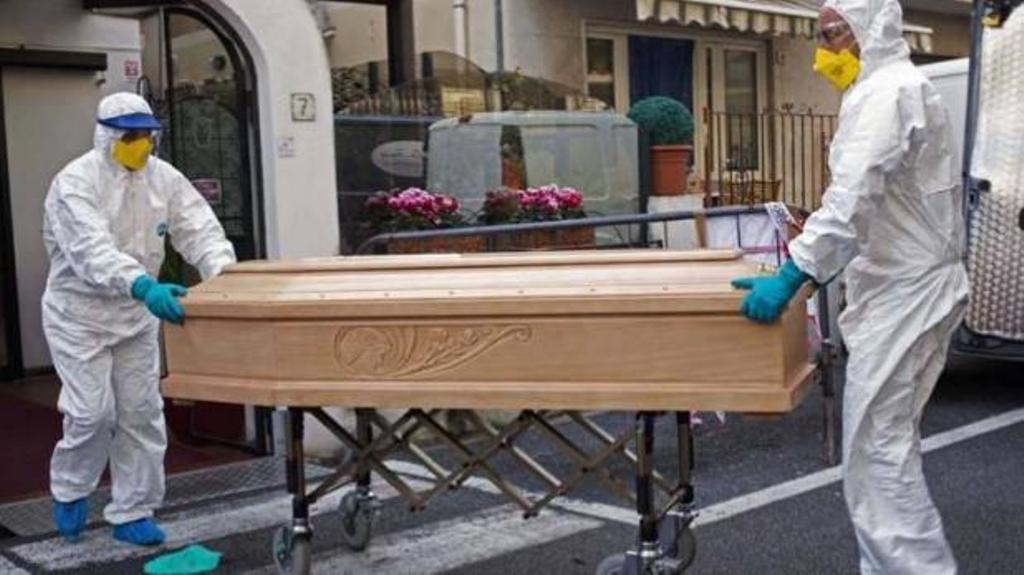 चीन के बाद कोरोना का गढ़ बना इटली, दफनाने को कम पड़ रहे ताबूत