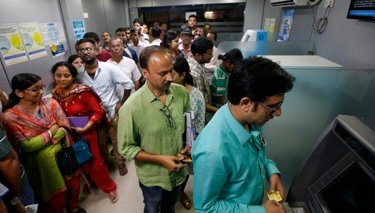 प्रयागराज में नोटबंदी जैसे हालात, ATM हुए कैशलेस