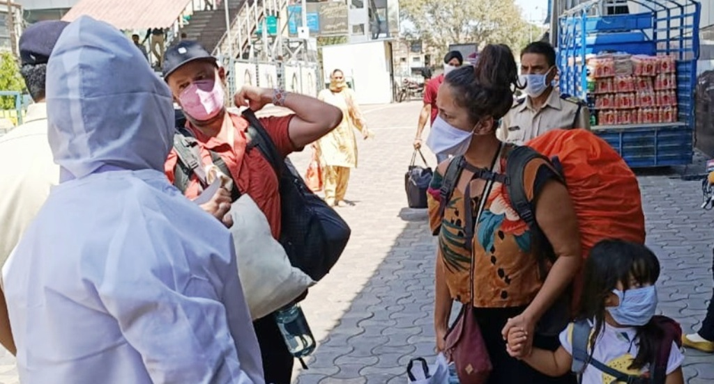 इंदौर में मंडराने लगा है कोरोना स्टेज-3 का खतरा, लगा देश का सबसे सख्त लॉकडाउन
