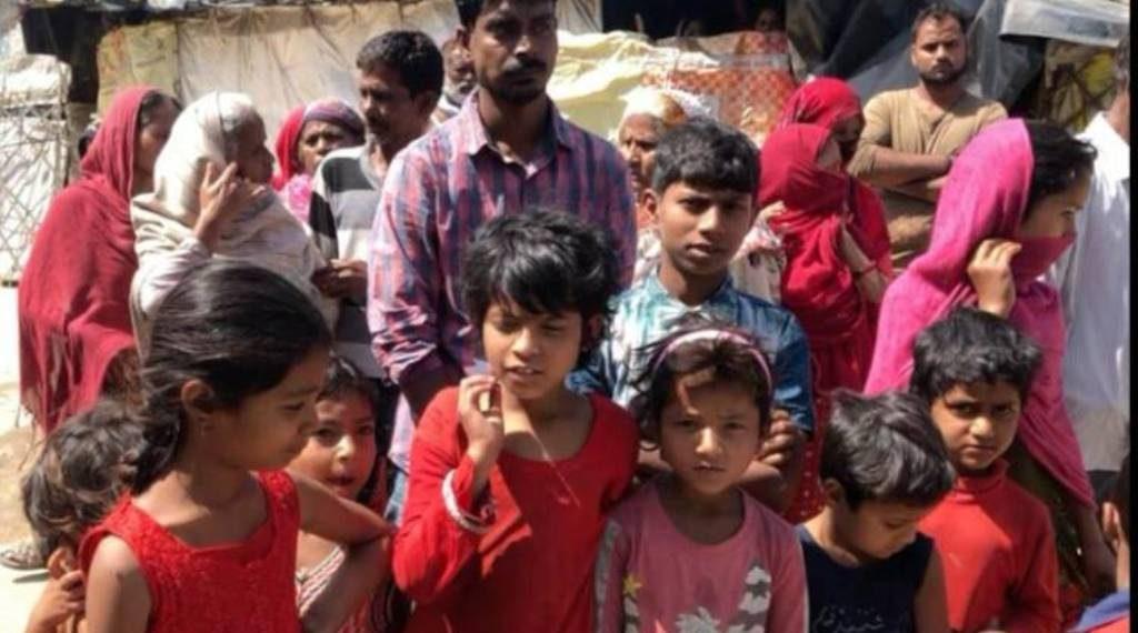 लॉकडाउन के बीच दिहाड़ी मजदूर अपने बच्चों को आटा घोलकर पिलाने को मजबूर