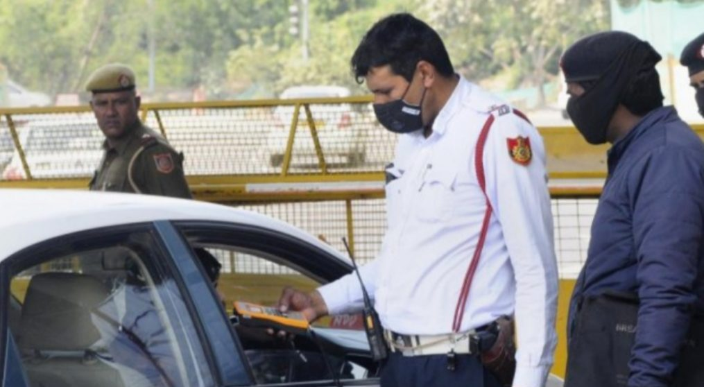 दिल्ली पुलिस ने फर्जी IAS को किया गिरफ्तार, वाहन पर लिखा था भारत सरकार