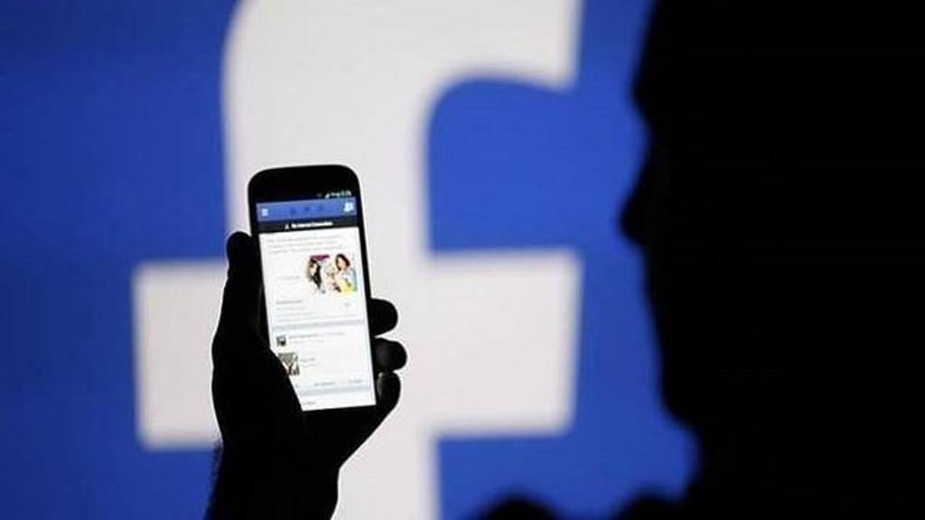 लड़की बनकर फेसबुक पर नफरत फैलाने वाला 'रवि' है कौन?