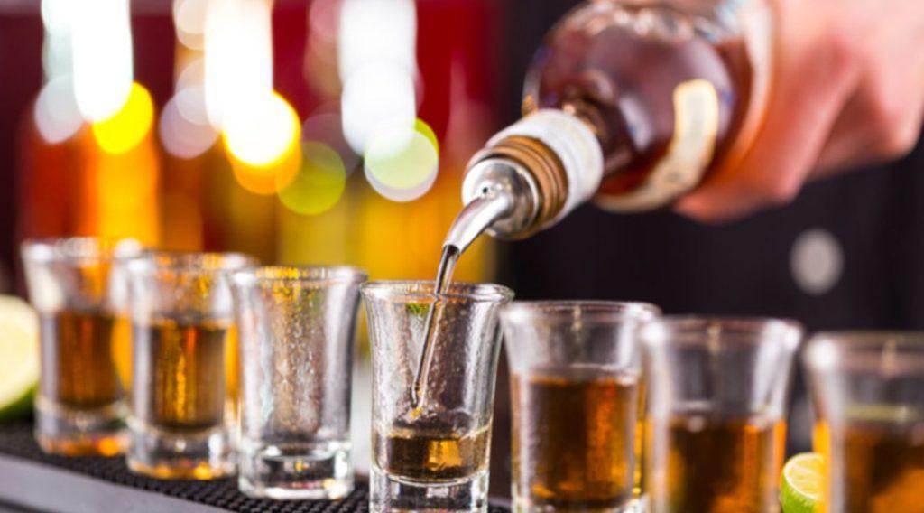 जापान में सैनिटाइजर हुआ खत्म, अस्पताल कर रहे शराब का इस्तेमाल