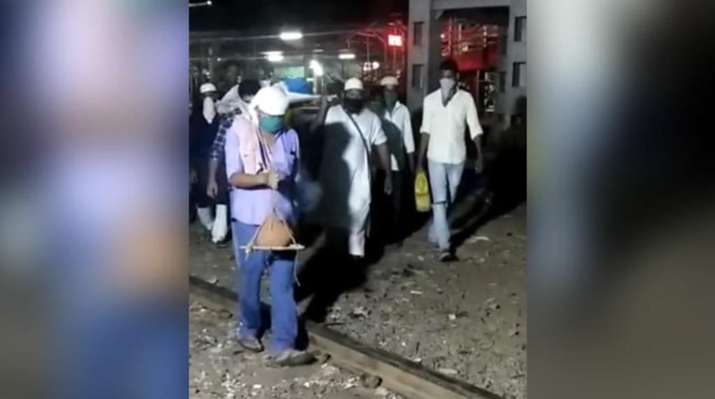 बांद्रा में मुस्लिम पड़ोसियों ने किया हिंदू रीति रिवाज से बुजुर्ग का अंतिम संस्कार