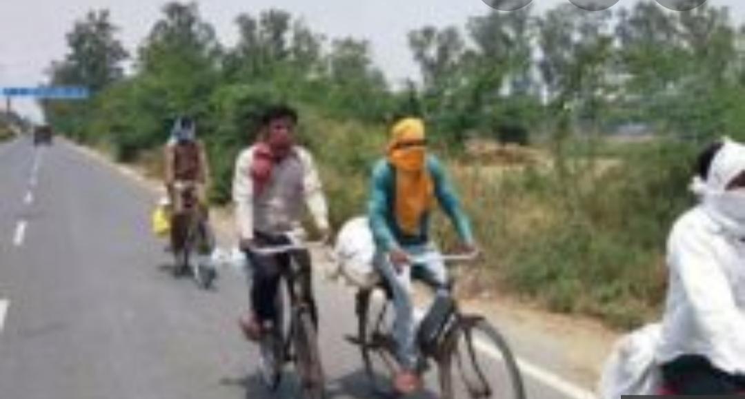 बिहार के 7 मज़दूर साईकिल से निकले 1300 किमी के सफर पर, एक की शाहजहांपुर में मौत