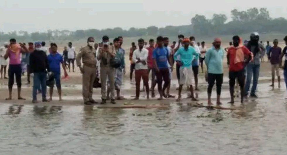 वाराणसी में गंगा में नहाने का टिक टॉक बनाते समय 5 युवकों की डूबकर मौत