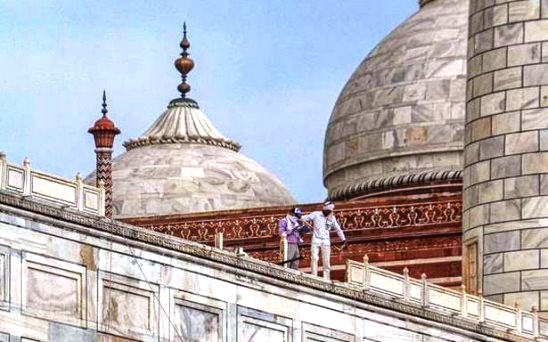 आंधी से ताज महल के रेलिंग का बड़ा हिस्सा टूटा, तीन व्यक्ति और कई पशु मरे