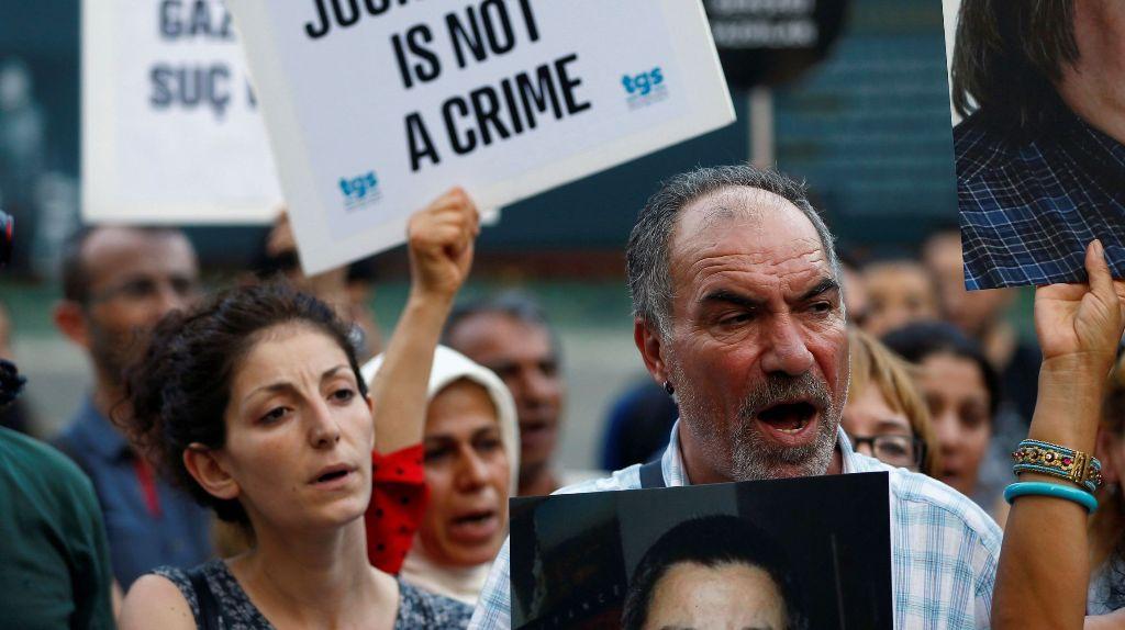 रिपोर्ट में दावा, दुनियाभर की सरकारें कोरोना के बहाने कर रही हैं प्रेस का दमन