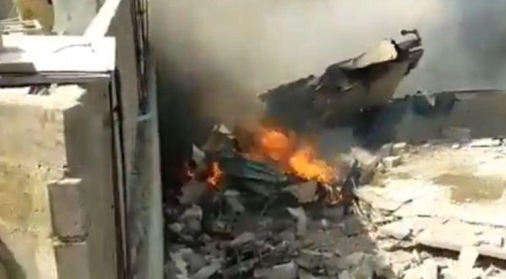 कराची एयरपोर्ट के पास पाकिस्तानी विमान दुर्घटनाग्रस्त, 107 लोग थे सवार