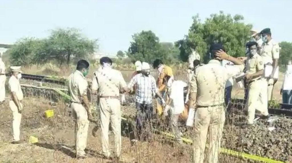 महाराष्ट्र के औरंगाबाद में रेल हादसा, रेलवे ट्रैक पर सो रहे 16 मजदूरों की मौत