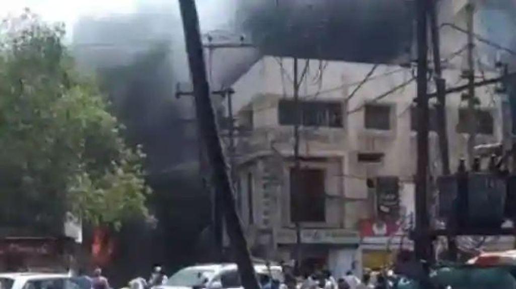 ग्वालियर: तीन मंजिला बिल्डिंग में लगी भीषण आग, 7 लोगों की मौत