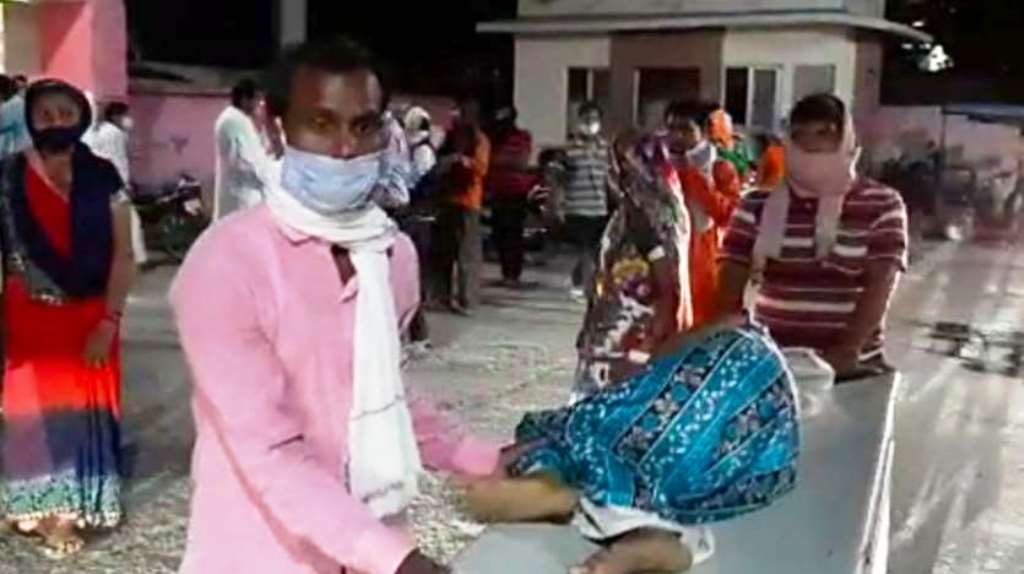 UP के रायबरेली में पिपरमेंट निकालते समय टंकी में विस्फोट, 6 लोग झुलसे