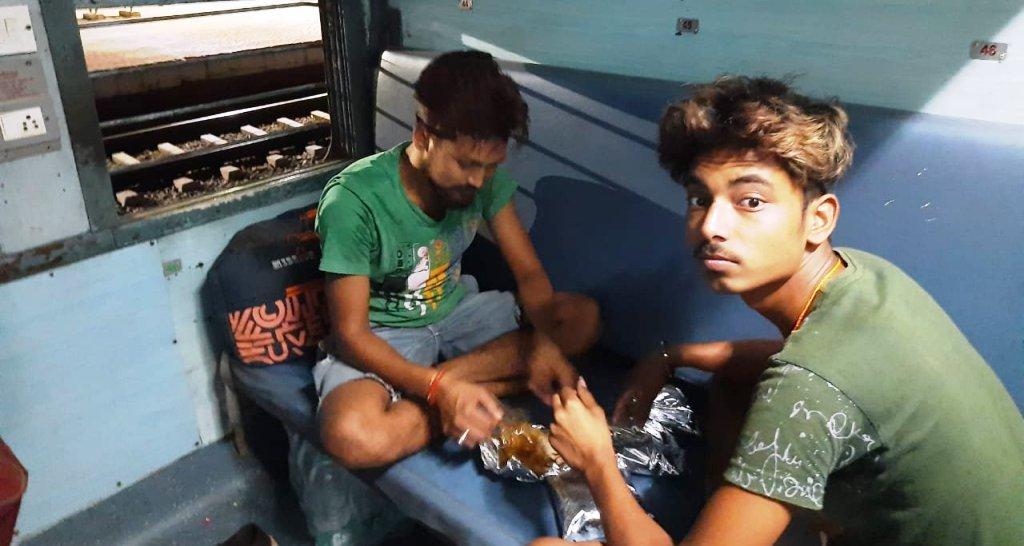 मजदूर दिवस पर मजदूरों को लेकर रवाना हुई ट्रेन, आज रात पहुंचेगी झारखंड
