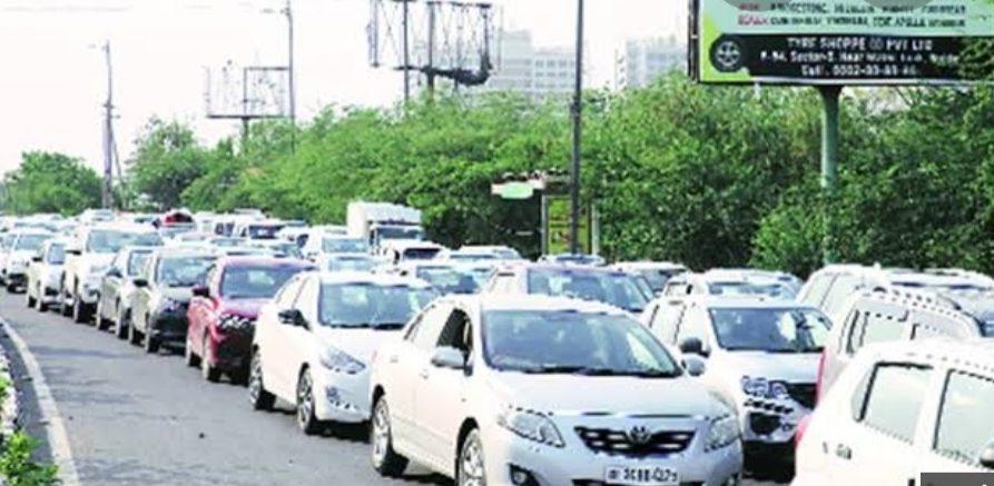 देश में लॉकडाउन हुआ अनलॉक तो नोएडा-दिल्ली बार्डर सील, वाहनों की लंबी कतारें