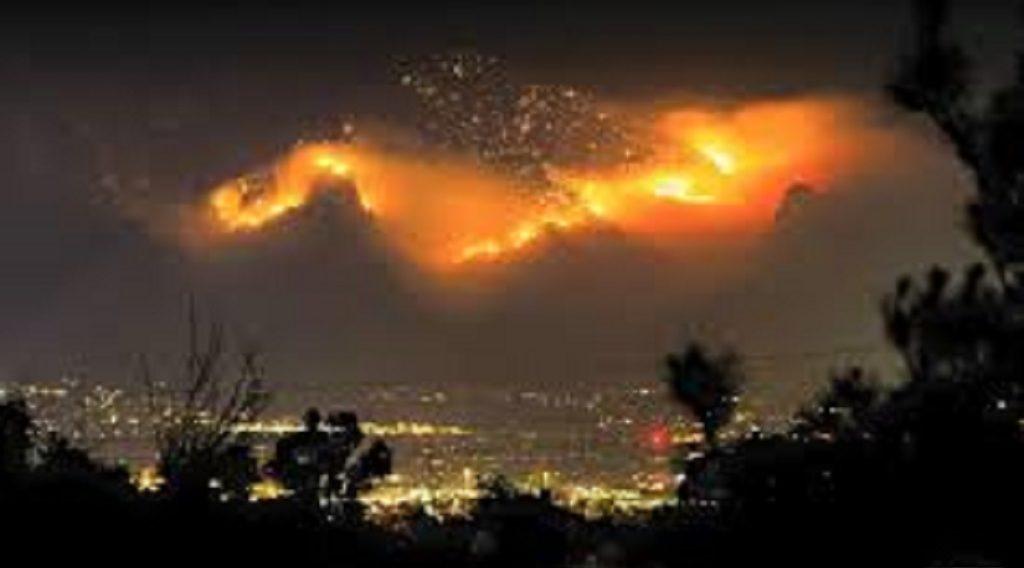 कैलिफोर्निया-एरिजोना के जंगलों में लगी आग, 14 हजार एकड़ जंगल जलकर खाक