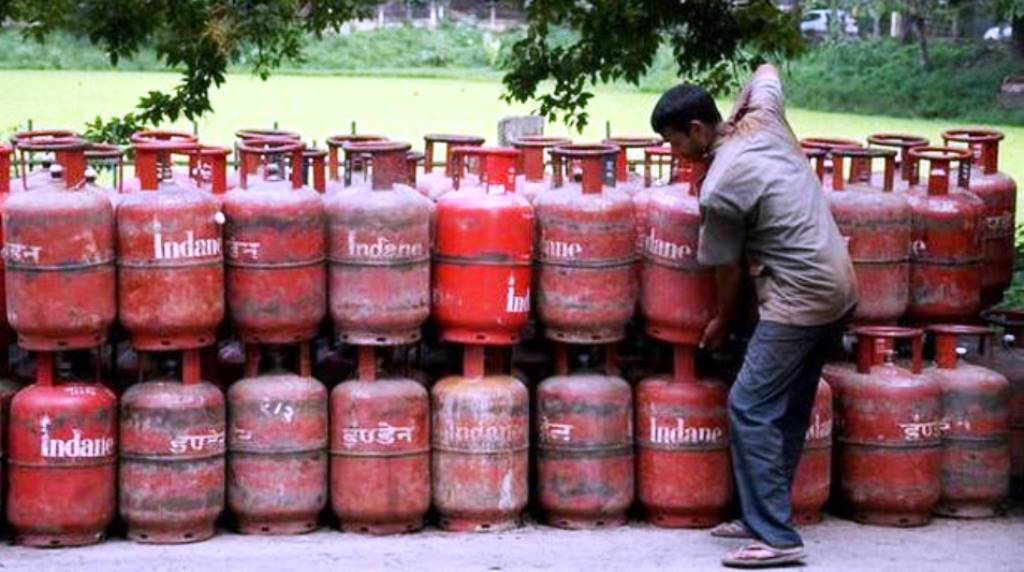 पेट्रोल-डीजल, राशन कार्ड और गैस सिलेंडर समेत आठ नियमों को सरकार ने बदला
