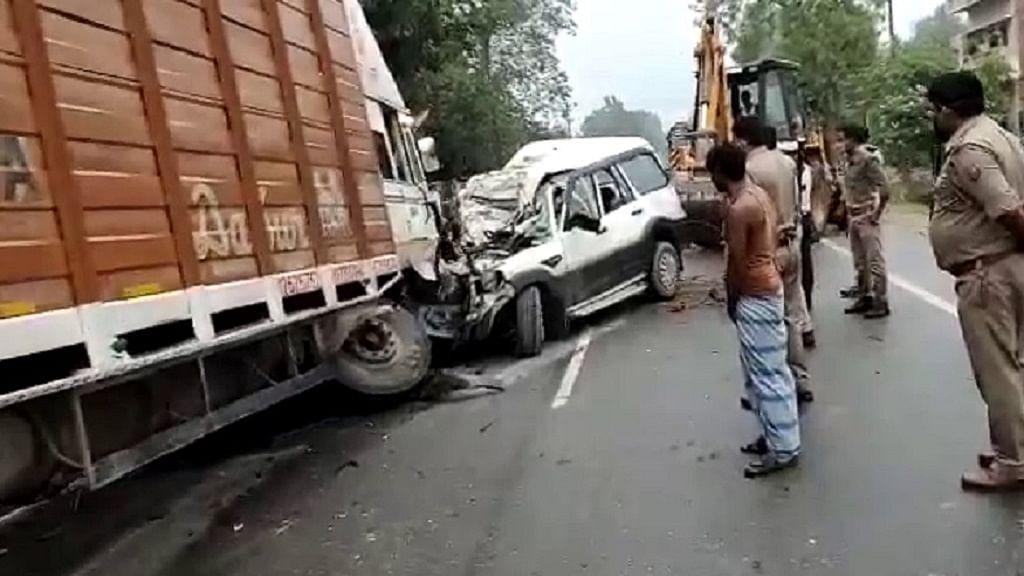 उत्तर प्रदेश के प्रतापगढ़ में ट्रक और स्कॉर्पियो में भीड़ंत, 9 लोगों की मौत