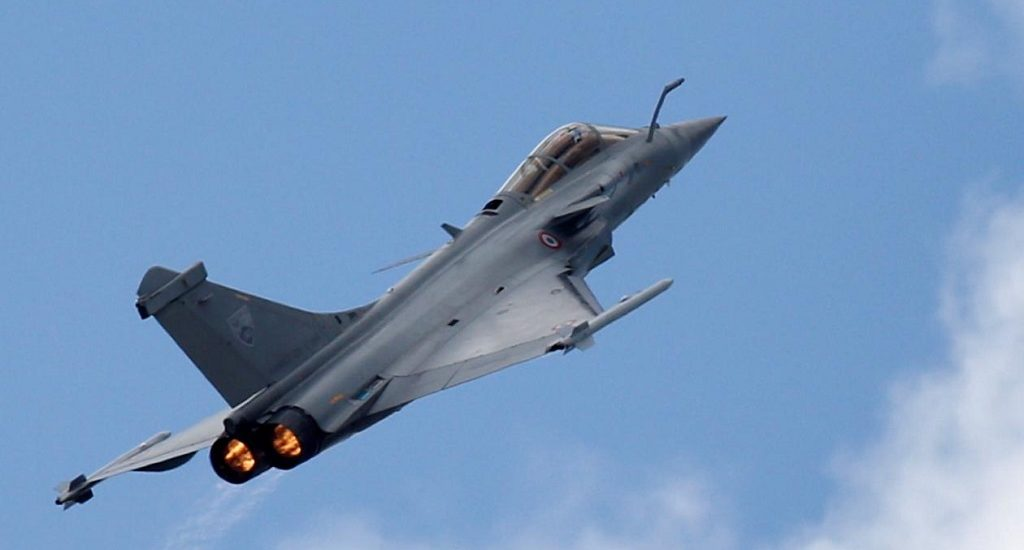 चीन के बीच तनावपूर्ण माहौल के बीच 27 जुलाई तक 6 राफेल लड़ाकू विमान पहुंचेंगे भारत