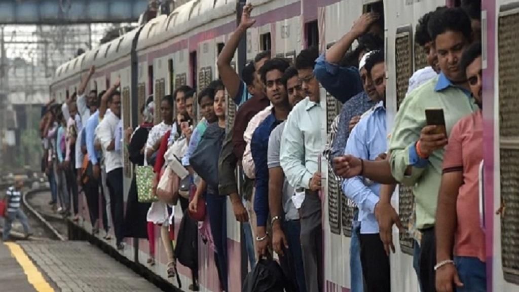मुंबई में लोकल ट्रेन सेवा शुरू, इन नियमों का करना होगा पालन