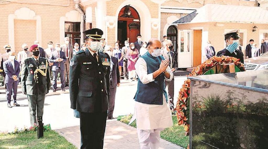 रक्षा मंत्री राजनाथ सिंह ने रूस की विक्ट्री डे परेड में लिया हिस्सा