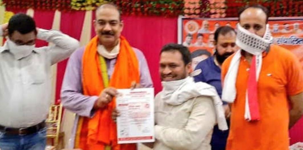 BJP ने बुलंदशहर हिंसा आरोपी को PM योजना का प्रचारक बनाया, हुई किरकिरी तो हटाया
