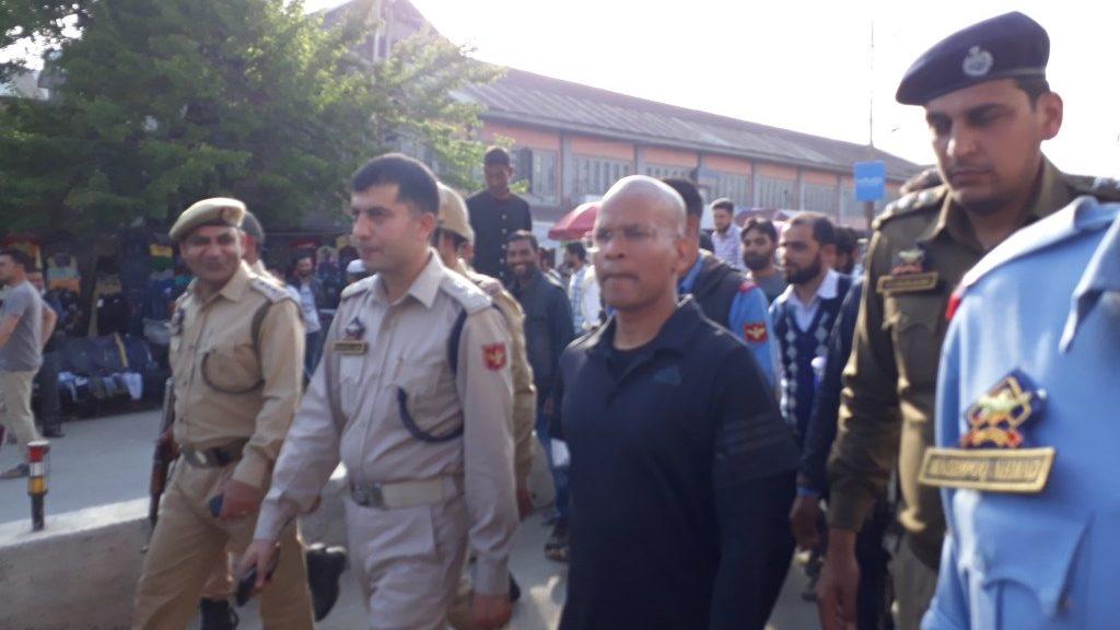जम्मू-कश्मीर के आईजी रैंक के अधिकारीबसंत रथ को क्यों किया गया निलंबित?