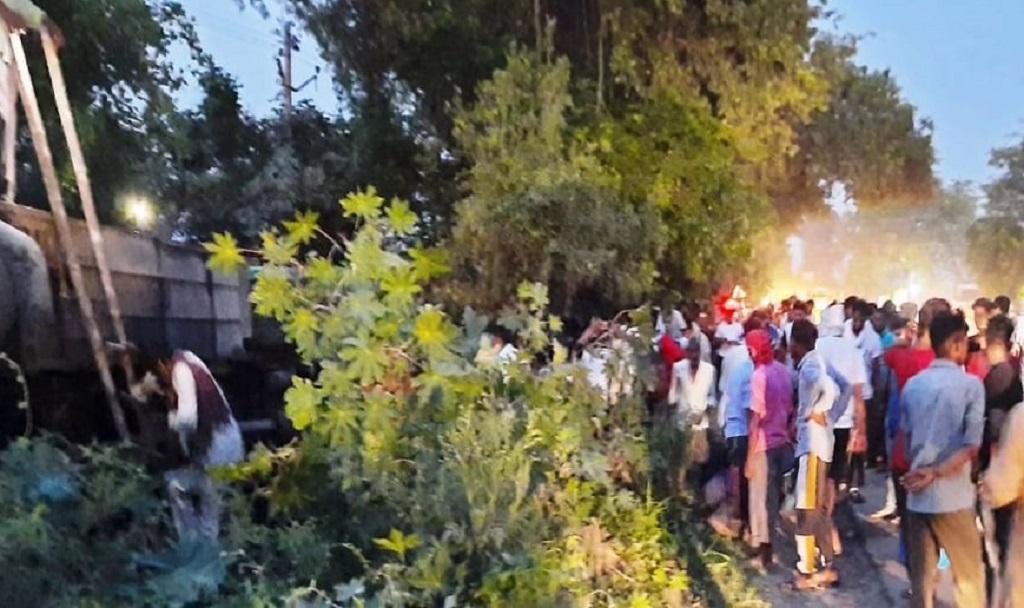 हरियाणा से मजदूरों को बिहार ले जा रही बस पलटी, 35 मजदूर बुरी तरह घायल