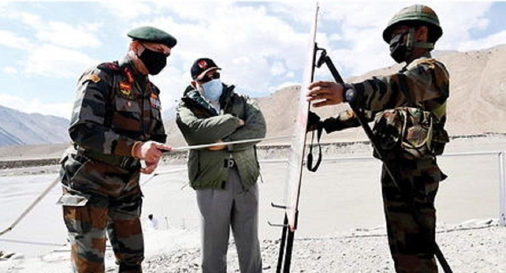भारत-चीन विवाद के बीच प्रधानमंत्री नरेंद्र मोदी अचानक पहुंचे लेह
