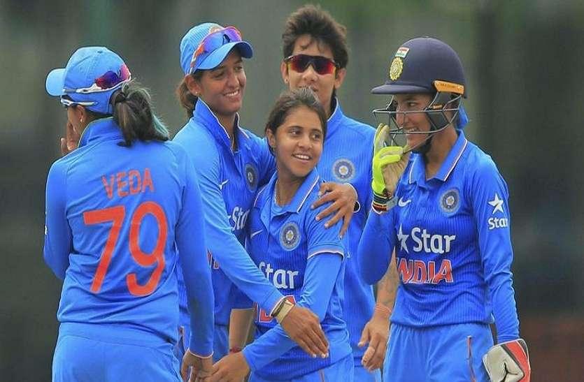 भारतीय महिला चयन समिति द्वारा इंग्लैंड के खिलाफ सीरीज के लिए भारतीय महिला टीम की घोषणा के बाद सभी खिलाडियों को कोरोना वैक्सीन की पहली खुराक दी गई है। फिलहाल टीम के सभी खिलाडी मुंबई में क्वारंटाइन हैं। मिली जानकारी के अनुसार टीम के सदस्यों को गुरुवार को टीका लगाया गया। वैक्सीन की दूसरी खुराक इंग्लैंड में दी जाएगी।