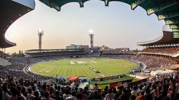 International cricket में दर्शकों की वापसी!